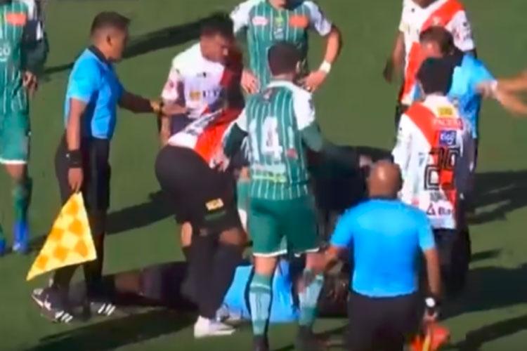 Juiz morre após cair desacordado em jogo do Campeonato Boliviano