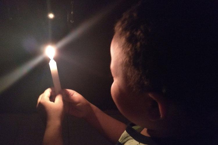 Brumado: Coelba ignora lei municipal e promove corte de energia em véspera de final de semana e feriado