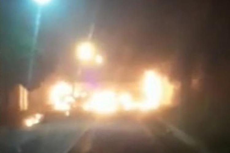 Ônibus escolar é incendiado em Barra do Choça