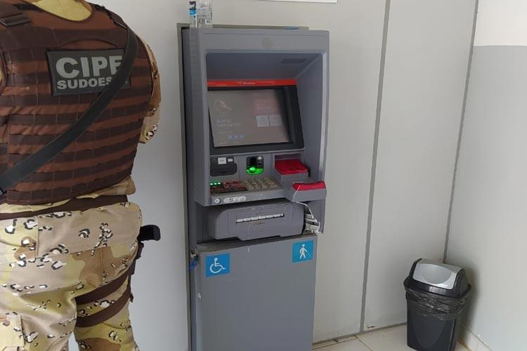 Criminosos invadem banco e tentam explodir terminal de autoatendimento em Jacaraci