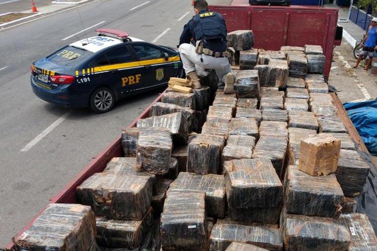Jequié: Carga com 3,2 toneladas de maconha é apreendida em caminhão na BR-116