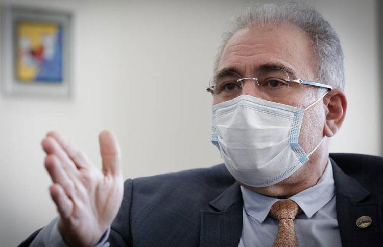 Ministro da Saúde diz que todos os adultos devem tomar 1ª dose até setembro