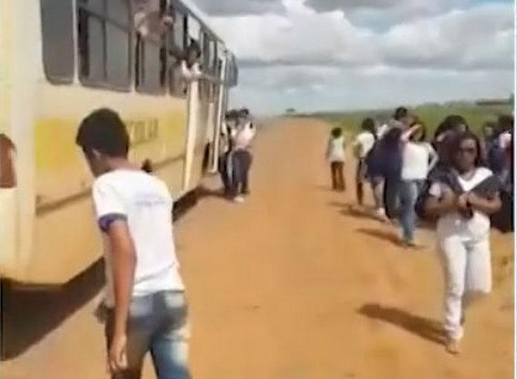 Com sinais de embriaguez, motorista de ônibus escolar é preso enquanto transportava alunos