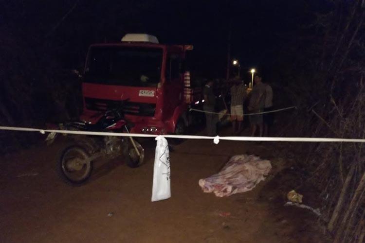Caminhão bate de frente com motocicleta e idoso morre em Livramento de Nossa Senhora