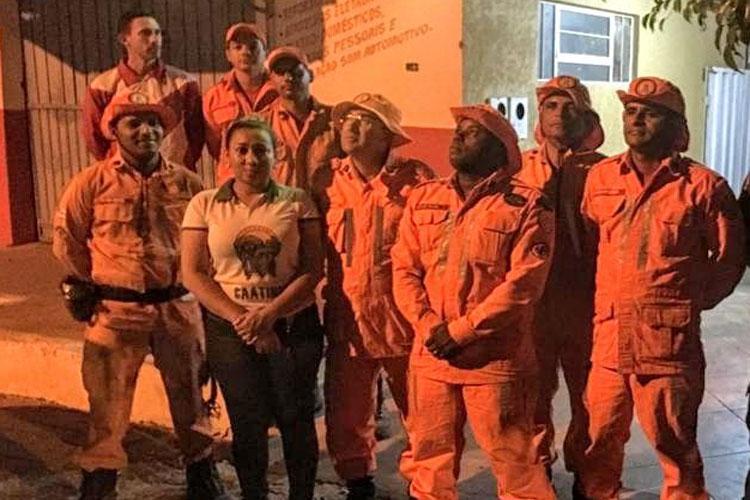 Paramirim: Bombeiros combatem incêndio florestal de grande proporção na Serra de Maria Roxa