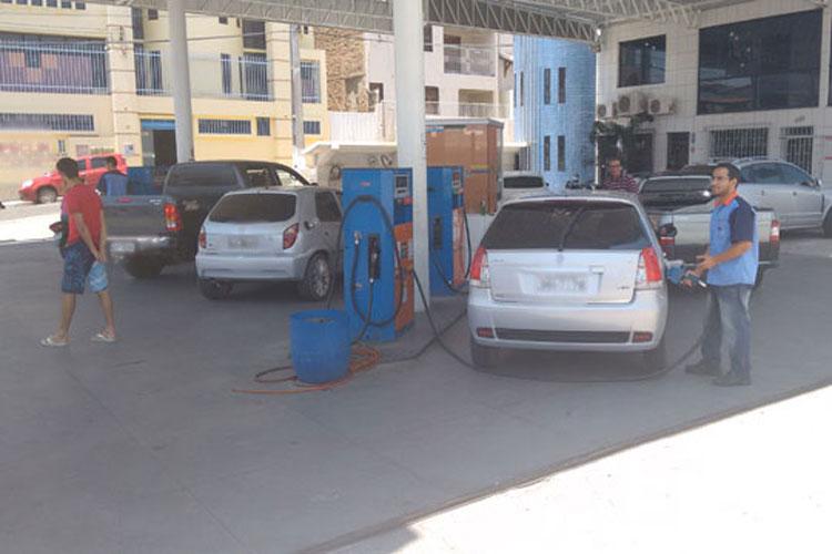 Mesmo com o aumento no preço da gasolina, consumidores correm para abastecer nos postos em Brumado