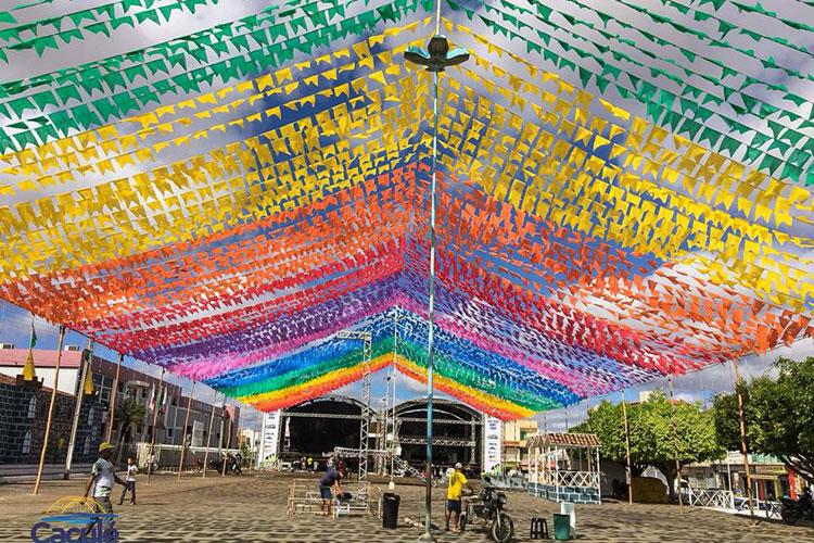 Tudo pronto na Praça Deoclides Cardoso para iniciar o Arraiá de Caculé 2018