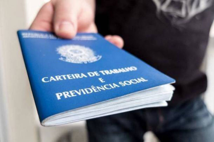 Bahia fecha 2,2 mil postos de trabalho em julho