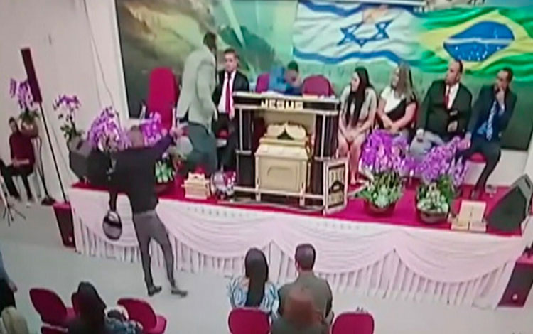 Pastor é baleado durante culto transmitido em rede social