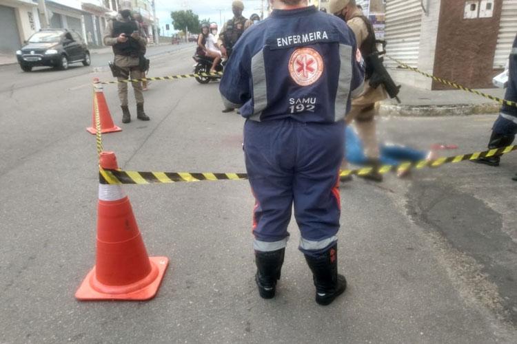 Jovem de 24 anos é morto a tiros no centro comercial de Brumado