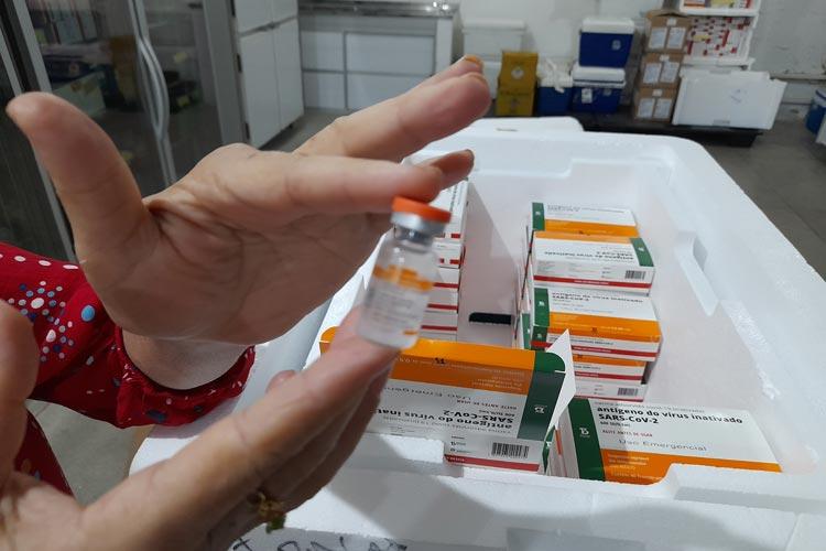 Mais de 300 pessoas já tomaram a primeira dose da vacina contra Covid-19 em Brumado