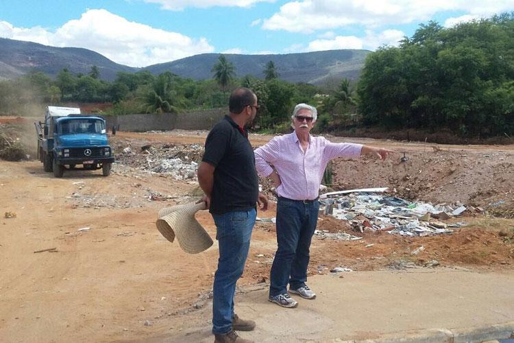 Prefeito de Brumado visita obras de canalização do Riacho do Sapé