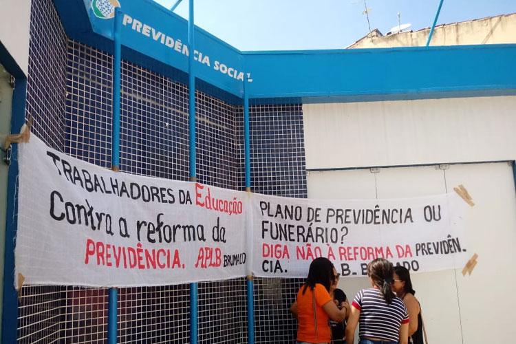 Brumado: Trabalhadores em educação fazem protesto em dia nacional de luta pela previdência social