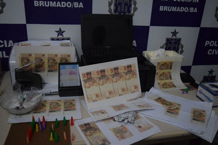 Homem que produzia dinheiro falso e vendia pela internet é preso pela policia civil em Brumado