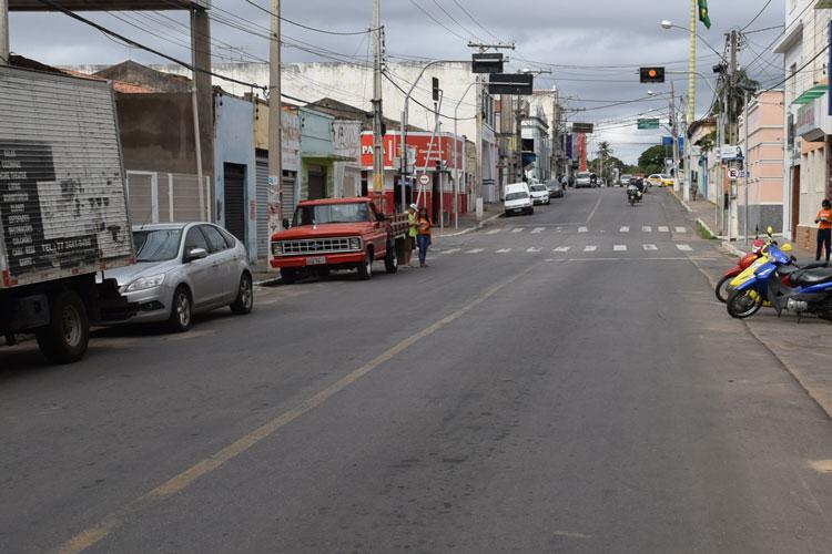 Dupla armada assalta hóspede na porta de hotel em Brumado