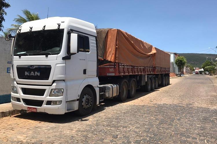 Brumado: Carreta apreendida em galpão com farelo de soja foi roubada em Barreiras