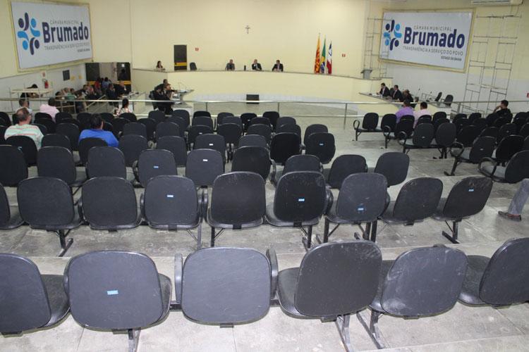 Brumado: Vereador questiona R$ 9 milhões em contratos da prefeitura com empreiteira de irmão de líder do prefeito