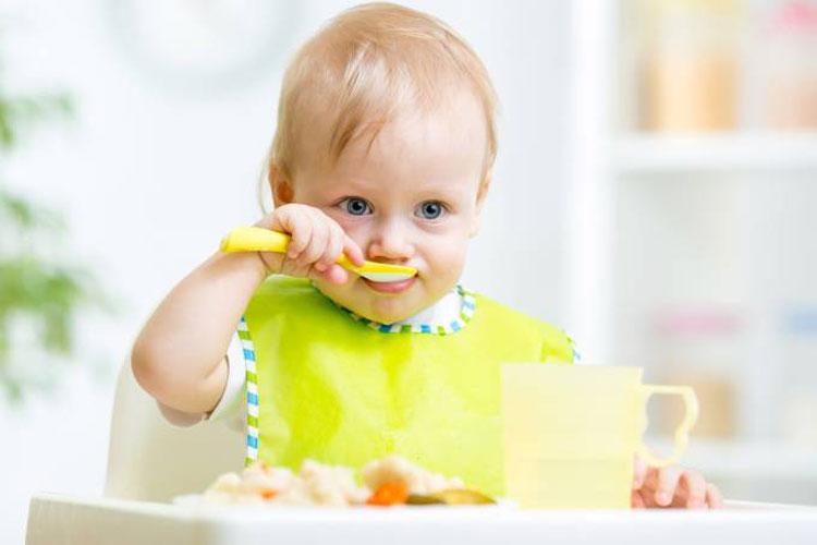 Como proteger os bebês de comidas contaminadas com metais pesados