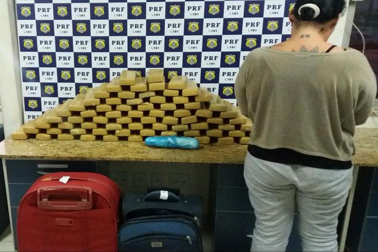 PRF apreende 54 kg de maconha e 400 gramas de cocaína em Vitória Conquista