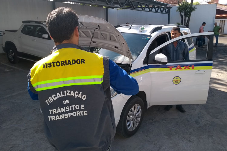 SMTT inicia vistoria na frota regular de táxi em Brumado