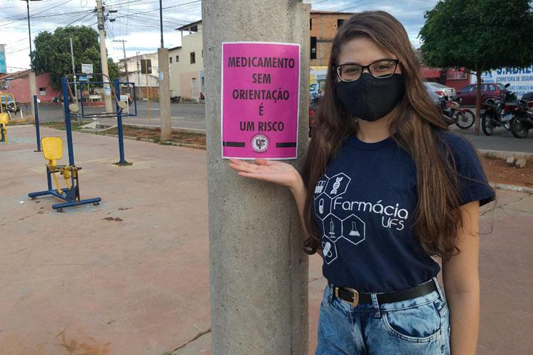 Brumado: Aluna da UFS participa da campanha de conscientização sobre o uso racional de medicamentos