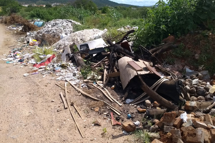 Brumado: Despejo irregular de lixo gera transtornos na Albertino Barreto