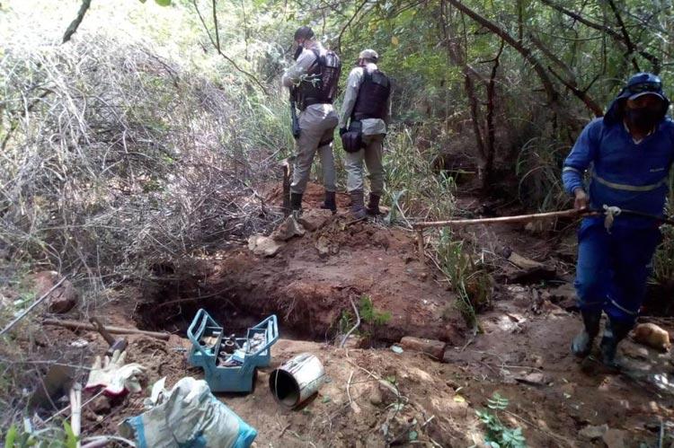 Brumado: PM e Embasa retiram ligações clandestinas na Lagoa Funda