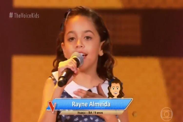Ituaçu: Rayne Almeida canta no The Voice Kids e leva Simone e Simaria às lágrimas