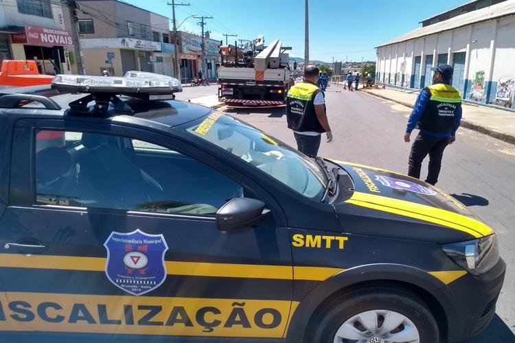 Brumado: Coelba inicia remoção de postes no meio da Avenida Doutor Antônio Mourão Guimarães