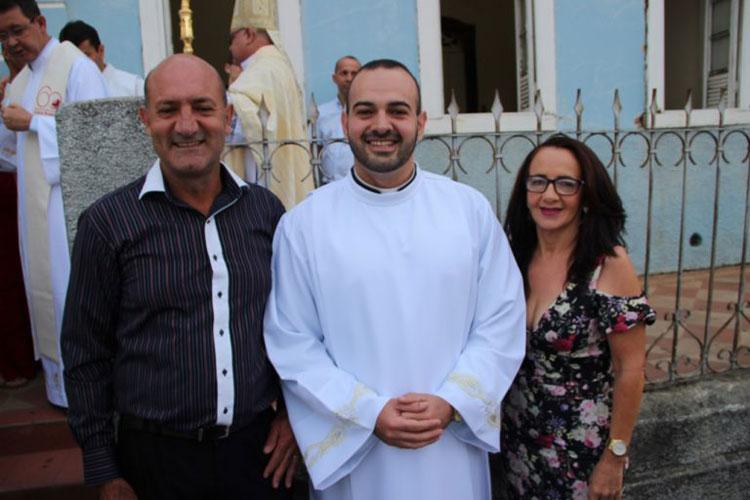 Brumado: Dom Carvalho anuncia data da ordenação do diácono Ícaro Vinícius