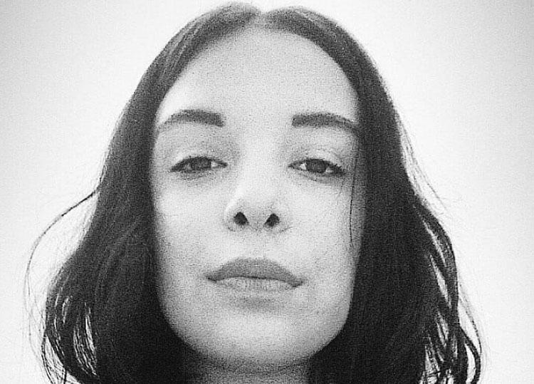 Jovem usa web para denunciar padrasto por tortura e estupro contra ela e mãe