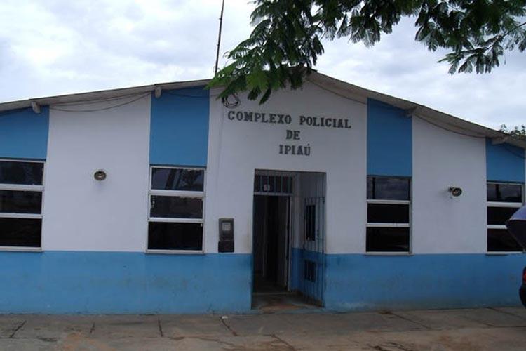 Ipiaú: Homem é preso suspeito de agredir companheira e filha com martelo