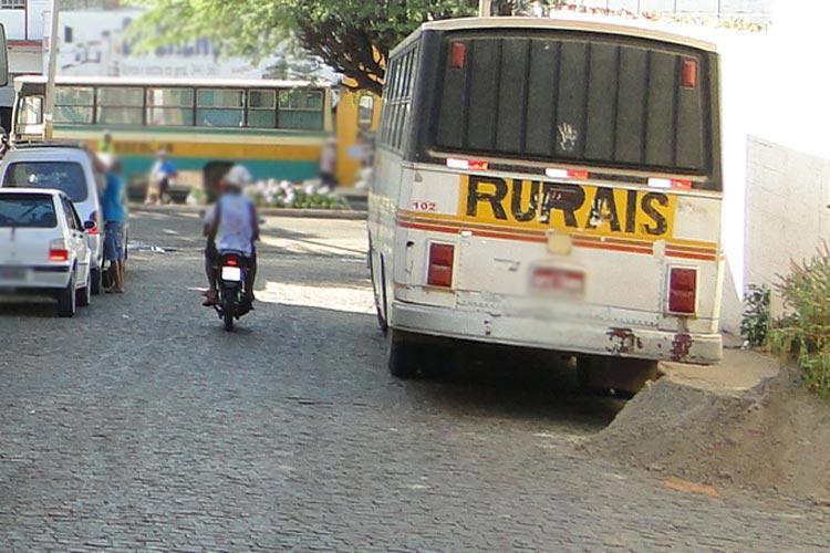 Motorista de ônibus da região de Ubiraçaba pede paralisação do transporte em Brumado