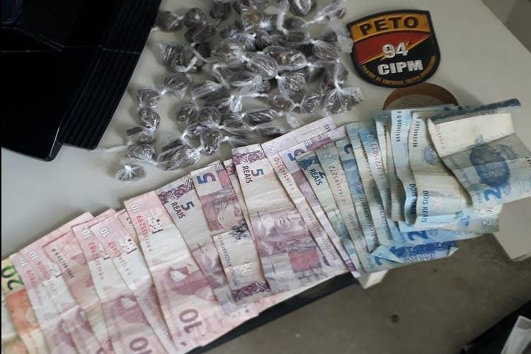 Casal é preso suspeito de traficar drogas em frente a sua residência na cidade de Igaporã