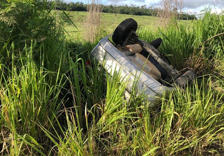 Batida entre carro e carreta deixa dois mortos e dois feridos na BA-263 no sudoeste da Bahia