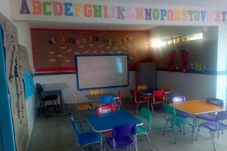 Salários de dezembro ainda não foram pagos aos professores e aulas continuam paralisadas em Tanhaçu