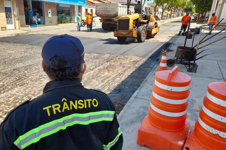Brumado: Infraestrutura e SMTT iniciam construção de faixas elevadas de pedestres nas escolas municipais