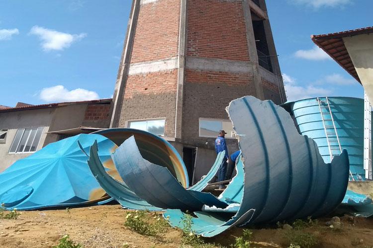 Caixa d'água de 10 mil litros estoura e aguaceiro invade centro médico do hospital de Brumado