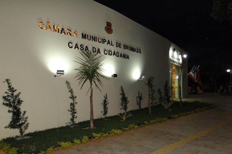 Câmara de Brumado aguarda decisão judicial quanto à comissão que apura denúncias contra o prefeito