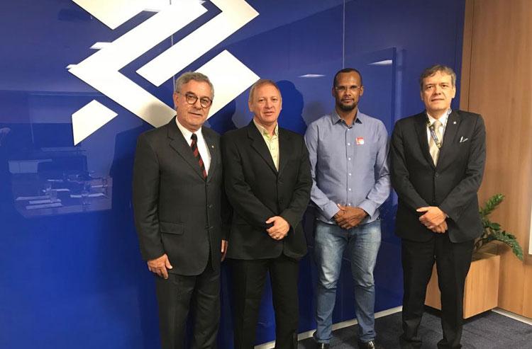 Deputado Waldenor Pereira pede reabertura da agência do Banco do Brasil de Malhada