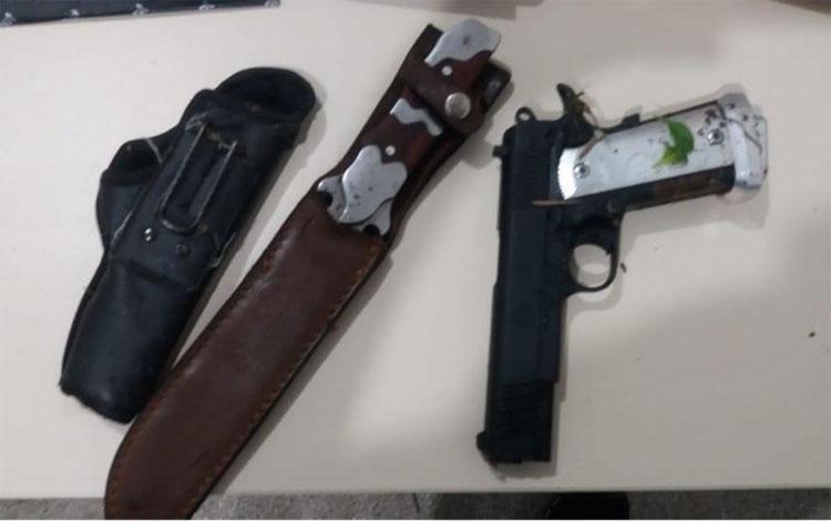 Dupla é presa suspeita de matar mãe e filha com golpes de faca no interior da Bahia