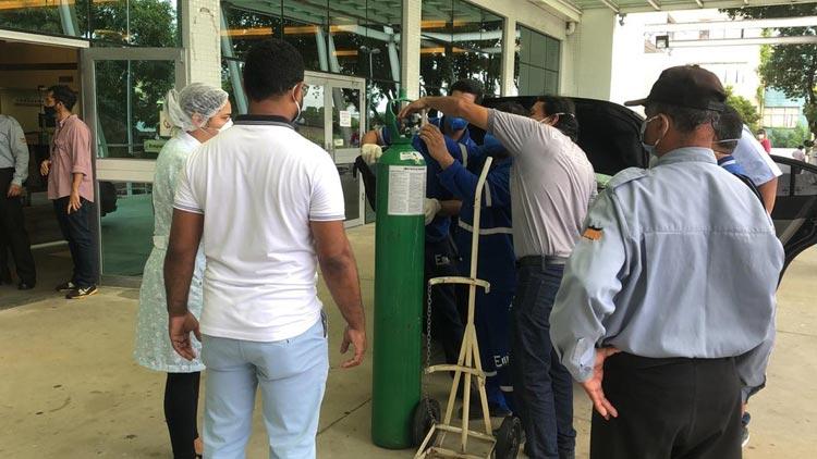 Coronavírus: Sem oxigênio, Manaus vive colapso na saúde e transfere pacientes