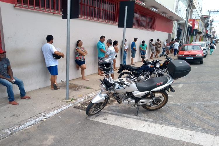 Brumado: Secretaria de saúde orienta estabelecimentos para evitar aglomerações e formação de filas
