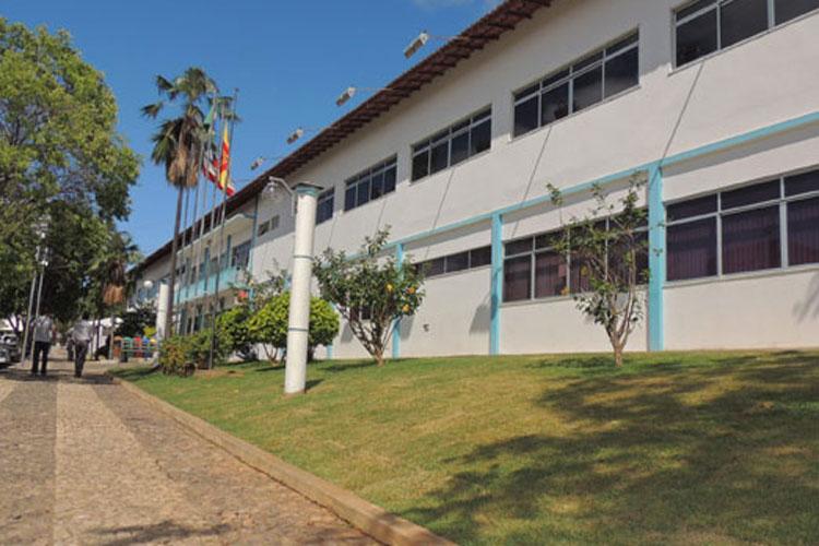 Brumado: Em prevenção a Covid-19, prefeitura limita permanência de populares no paço municipal