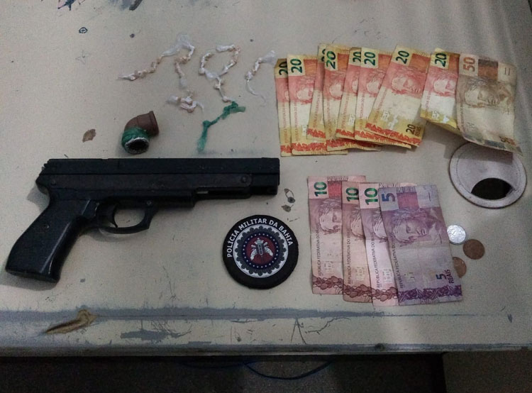 PM prende indivíduo com drogas e simulacro de pistola em Guanambi