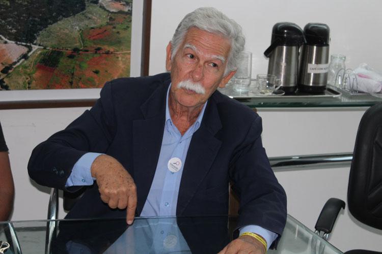 Prefeito sanciona projeto de privatização e diz torcer por permanência da Embasa em Brumado