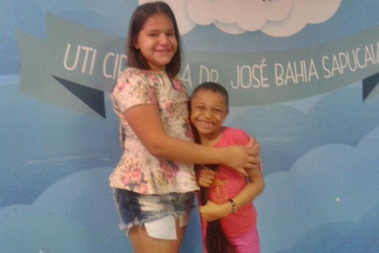 Palmas de Monte Alto: Criança doa cabelo para paciente com câncer no Hospital da Criança em Salvador