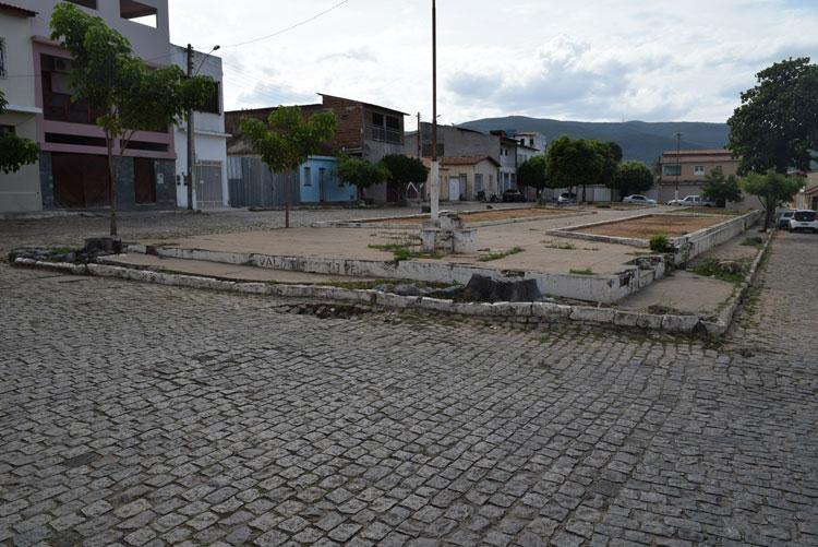 Prefeitura de Brumado realiza licitação e obra de reforma da Praça Dr. Nelson Lula terá início