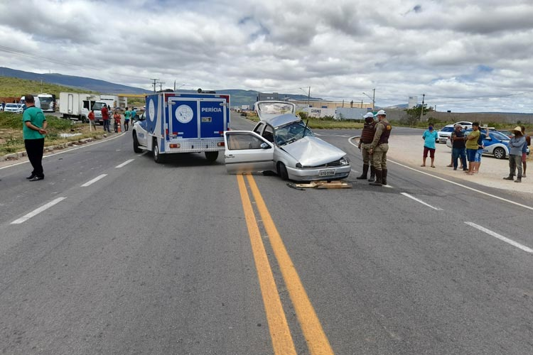 Brumado: Casal morre e familiares ficam feridos após colisão entre carro e carreta na BA-262