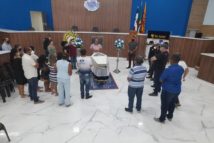 Brumado: Familiares e amigos prestam o último adeus ao comunicador Daniel Simurro